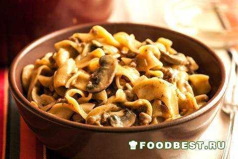Бефстроганов из говядины с грибами и яичной лапшой - оригинальный рецепт