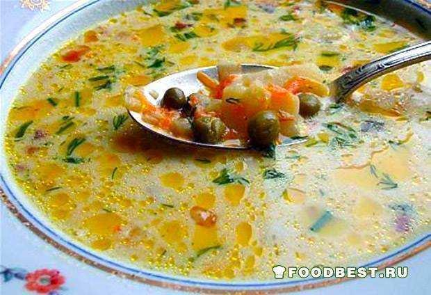 Сырный суп с шампиньонами и зеленым горошком.