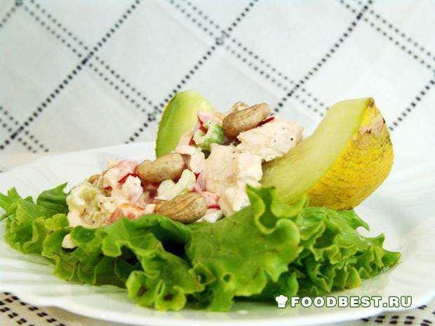 Красивый куриный салат с ароматной дыней