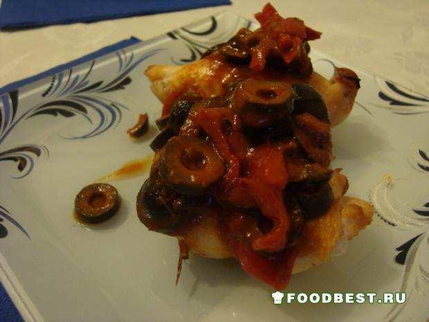 Куриное филе в томатном соусе из маслин и перца
