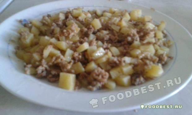 Картошка тушеной с фаршем на сковороде по-сирийски