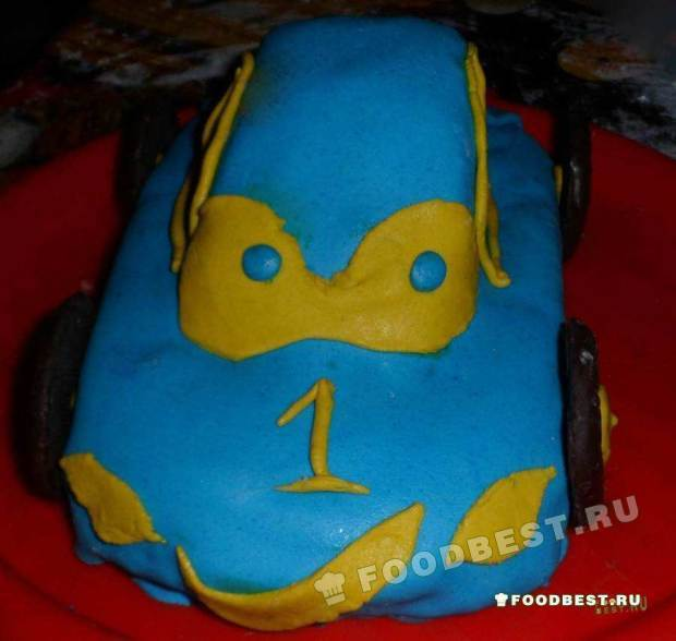 Торт в виде машинки, обтянут мастикой