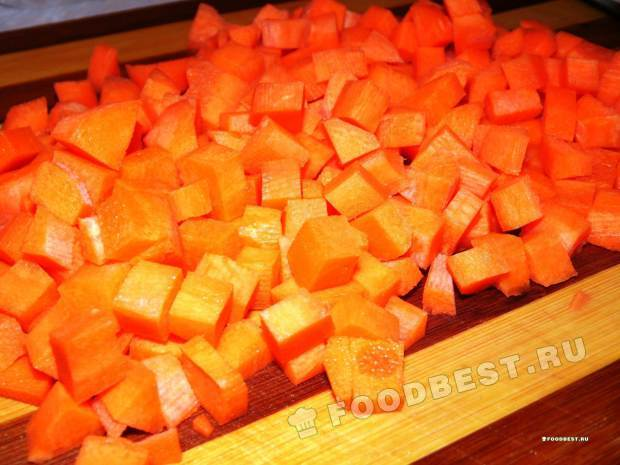 Морковь - кубиками.