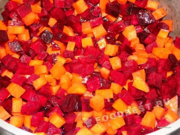 Обжарка свеклы и моркови.