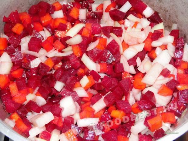 Обжарка овощей с луком.