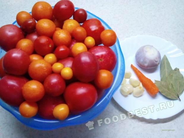 Консервируем помидоры с чесноком, луком, морковью, лавровым листом