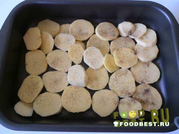 Укладываем картофельные кружочки