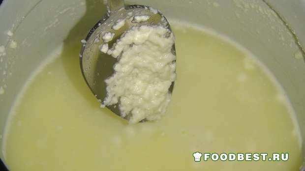 Свареный творог с молоком