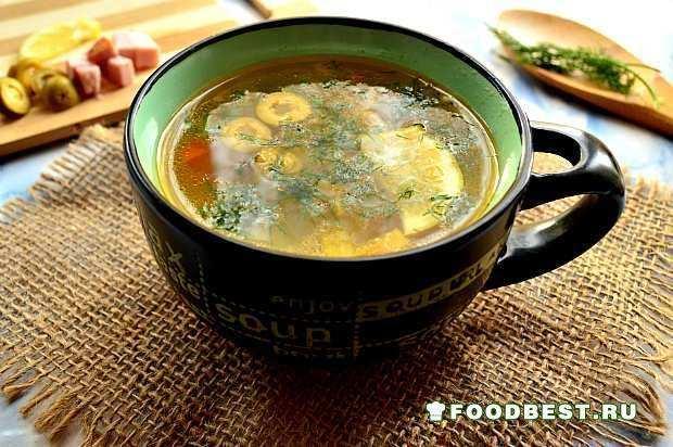 Овощной суп с беконом и оливками
