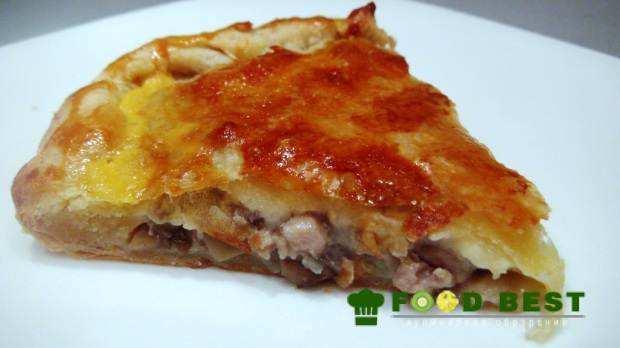 Домашний пирог из слоеного теста с мясом и грибами