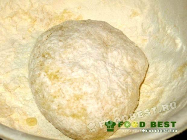 Замешиваем тесто для лапши