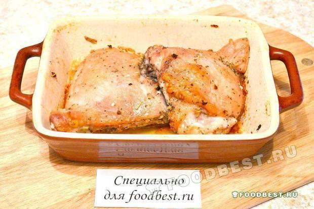Запеченные куриные бедра с прованскими травами и чесночком