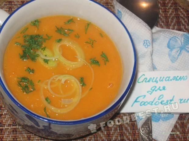Суп-пюре из тыквы и лука-порея