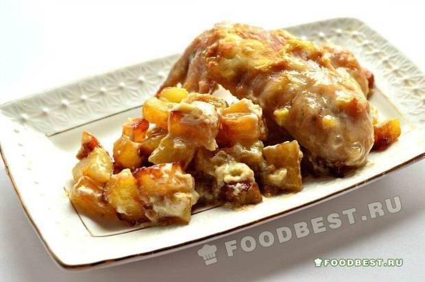 Курица, запеченная на картофельной подушке