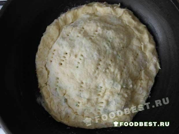 Готовим пирог к выпеканию