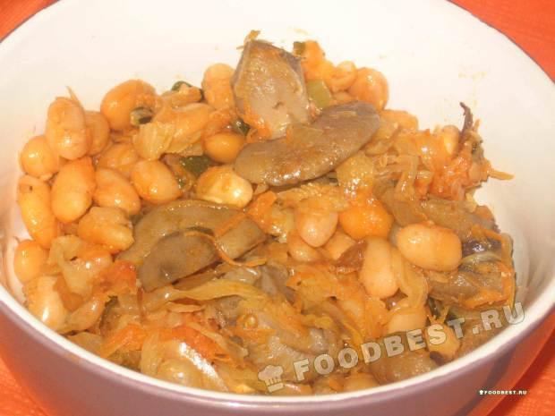 Тушеная капуста с фасолью и грибами