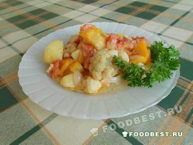 Цветная капуста, тушёная с овощами и сметаной