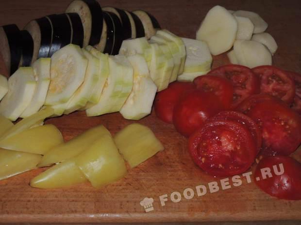 Нарезаем овощи для рататуя