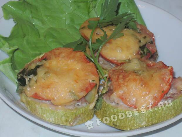 Кабачки с помидорами фаршем и сыром